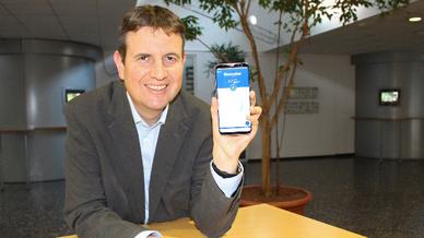 Diabetes-Management mit dem Smartphone: Prof. Dr. Stephan Weibelzahl demonstriert die GlycoRec-Benutzeroberfläche.