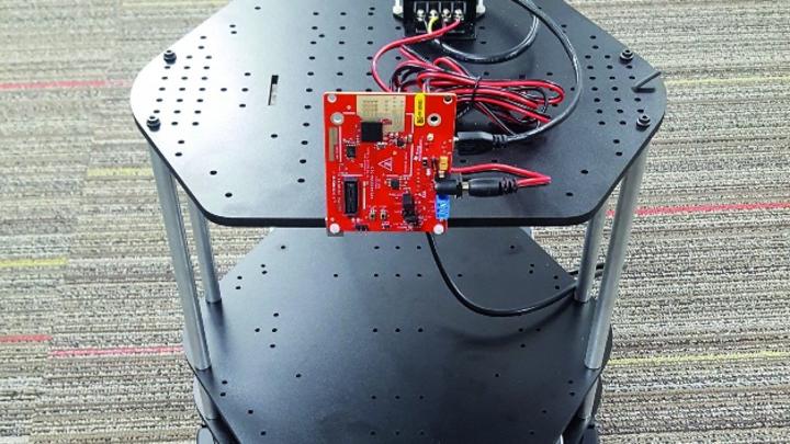 Bild 2: IWR1443BOOST – auf einem Turtlebot 2 angebrachtes EVM