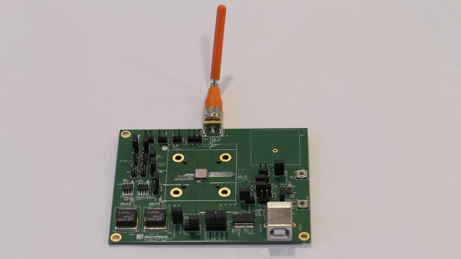 Entwicklungsmodul zum GNSS-Modul MSB1054 mit externer Antenne.