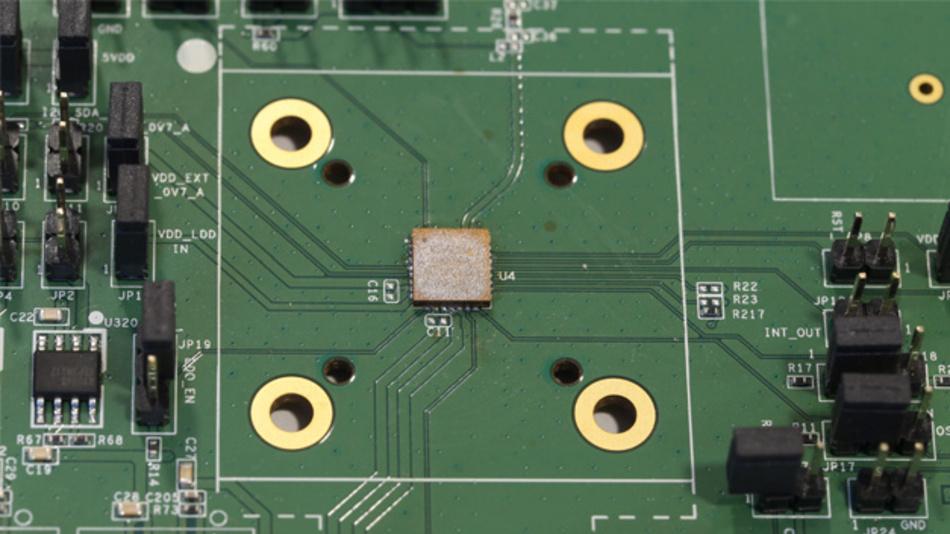 Entwicklungsmodul zum GNSS-Modul MSB1054, das als externe Komponenten lediglich eine Antenne benötigt.