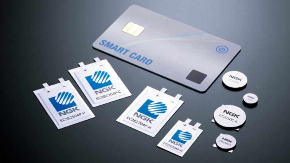 »EnerCera« von NGK Insulators sind keramische Lithium-Ionen-Akkus, die wahlweise als Knopfzelle z. B. für IoT-Geräte oder als Pouch-Zelle zum Einbetten in Smartcards zur Verfügung stehen.