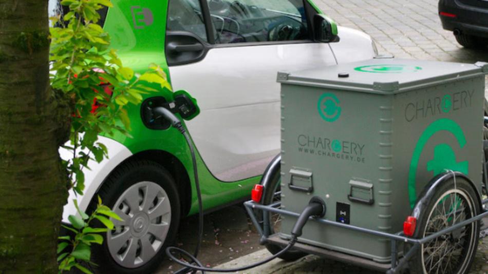 Der kompakte Fahrradanhänger als flexible Ladestation soll künftig eine Kapazität von circa 35 kWh bieten.