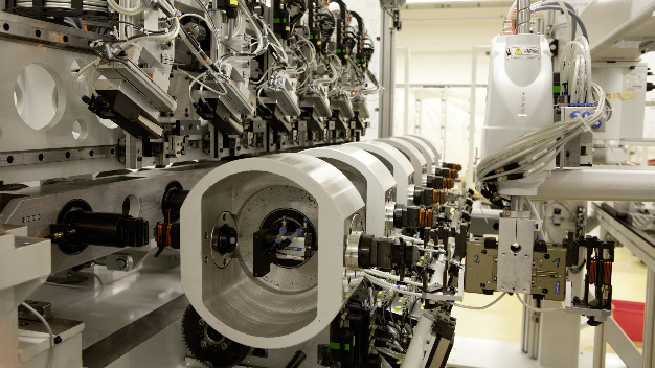Sechsfachspindler-Wickelautomat von Elmotec Statomat für die Großserienfertigung – bei Stückzahlen von bis zu einer Million.