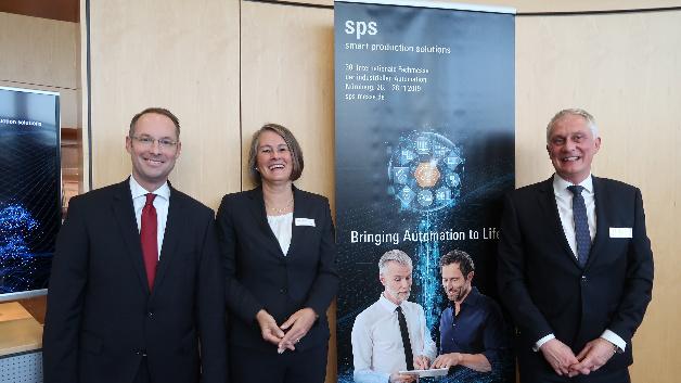 Christian Wolf, Sylke Schulz-Metzner, Martin Roschkowski stellen neuen Namen der SPS IPC Drives vor