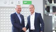 Keba-CEO Gerhard Luftensteiner (links) und Hartmut Braun, Geschäftsführer von LTI Motion