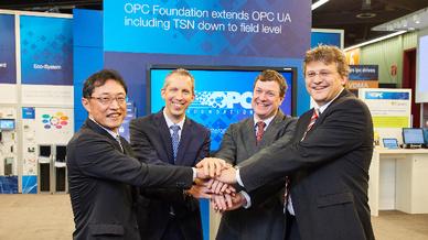 Sie unterstützen OPC UA mit TSN als Kommunikationstechnik für das IIoT (v.l.n.r.): Takayuki Tsuzuki, General Manager FA Systems Division bei Mitsubishi Electric; Rainer Brehm, Vice President of Automation Products and Systems bei Siemens; Paul Brooks
