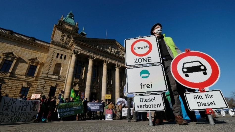 Um Fahrverbote zu vermeiden, fordert der Kommunalverband eine bessere Unterstützung und Förderung von der Bundesregierung.