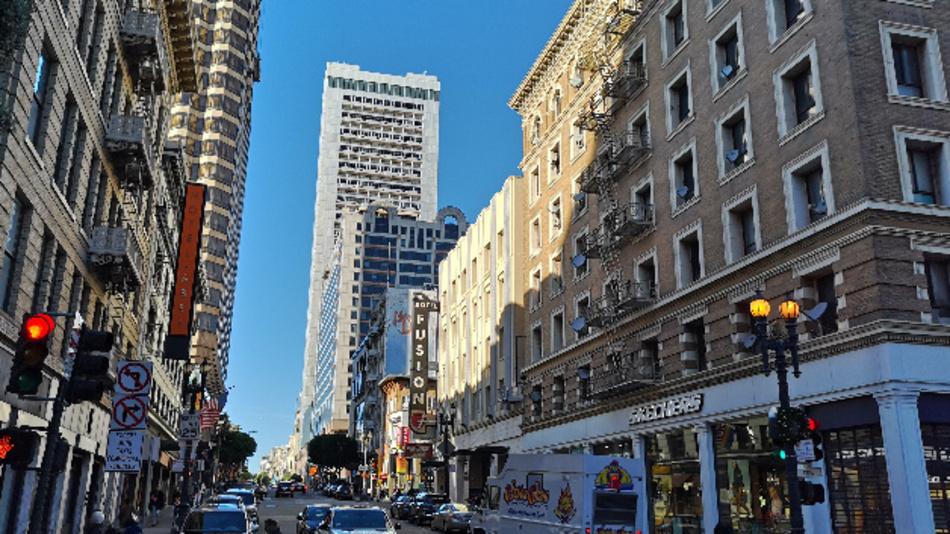 Schauplatz der IEDM ist das Hilton San Francisco mit dem markanten 46-stöckigen Turm.