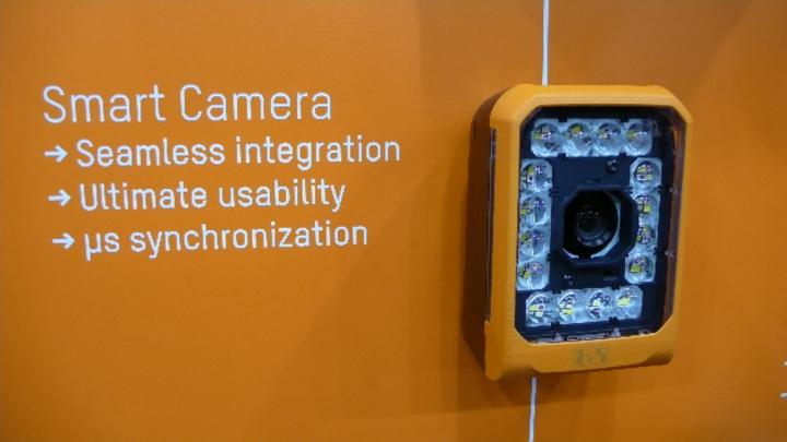 Auf der SPS IPC Drives 2018 präsentierte B&R seine Smart Camera. Sie ist auch mit integrierter Beleuchtung auf LED-Basis erhältlich.