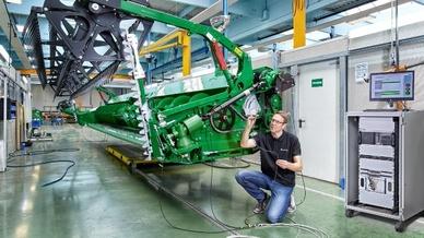 AcoustiX ist bereits erfolgreich bei John Deere zur permanenten Qualitätsüberwachung von Mähdrescher-Schneidwerken im Industrieeinsatz und wird zurzeit begleitend für die Serienfertigung validiert