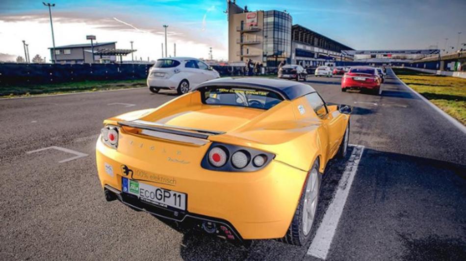 Der Tesla Roadster 2.5 mit der Startnummer 11 konnte sich gegen seine zahlreichen Konkurrenten durchsetzen.