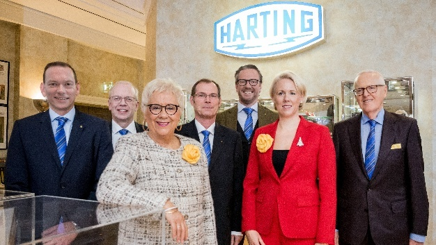 v.l.n.r.: Andreas Conrad, Dr. Michael Pütz, Margrit Harting, Dr. Frank Brode, Philip Harting, Maresa Harting-Hertz und Dietmar Harting.