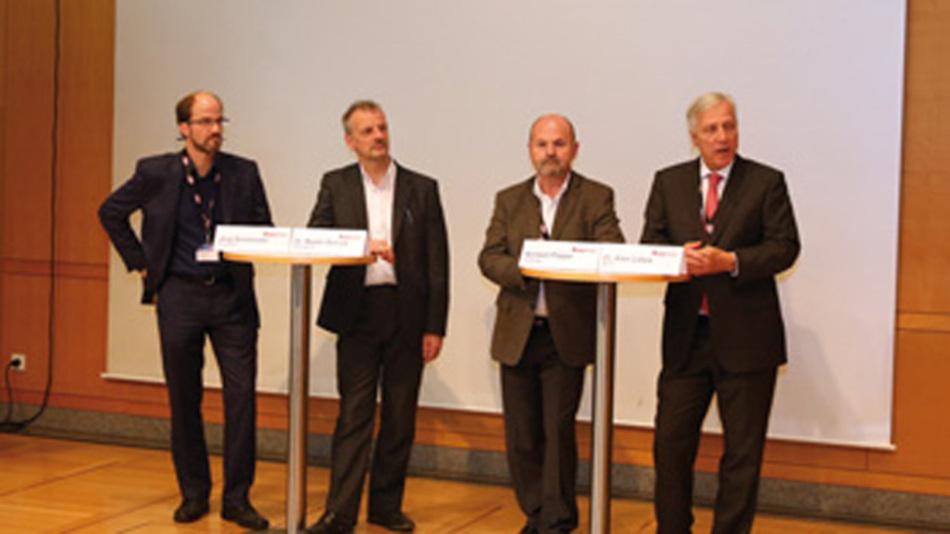 Diskutierten über die Bedeutung von Leistungshalbleitern für die Elektromobilität und die Ladeinfrastruktur: V.l.n.r.: Jörg Smolenski (Trumpf Laser- und Systemtechnik), Dr. Martin Schulz (Infineon Technologies),  Norbert Pieper (Vishay) und Dr. Alex Lidow (EPC).