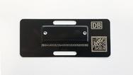 """Das RFID-Metalltypenschild """"Smart-Plate"""" von Smart-Tec bringt Metall und RFID-Technik zusammen."""