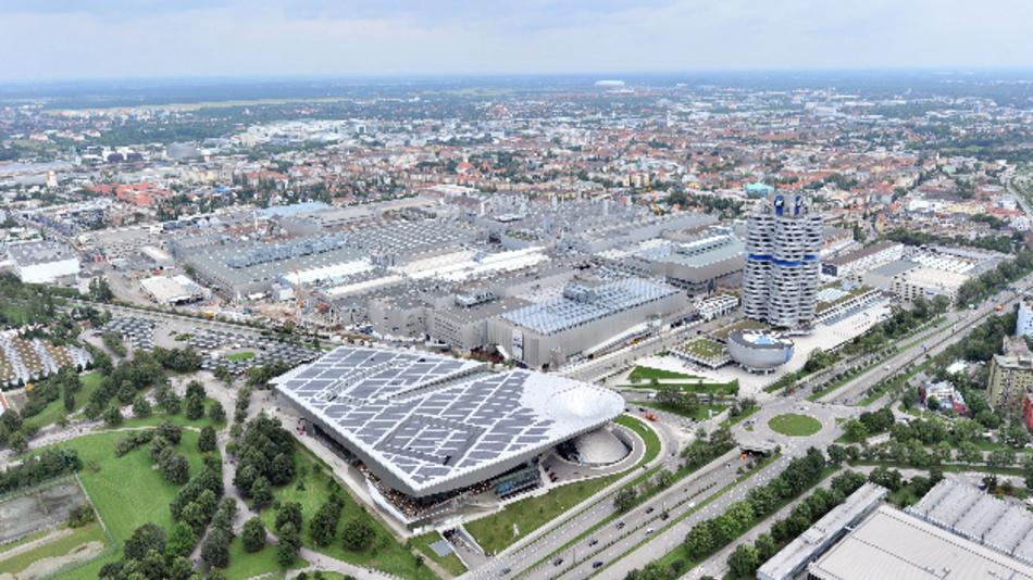 Das BMW Werk in München aus der Vogelperspektive vom Olympiaturm.