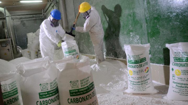 Lithiumkarbonat aus dem Salzsee von Uyuni in Bolivien