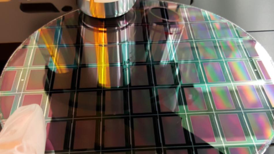 Plessey will Mikro-LED-Arrays effizienter auf Wafer-Level produzieren.
