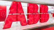 Heute soll bekannt gegeben werden, ob Hitachi die Stromnetzsparte von ABB tatsächlich übernimmt und dafür zunächst 7 Mrd. Dollar ausgeben will.