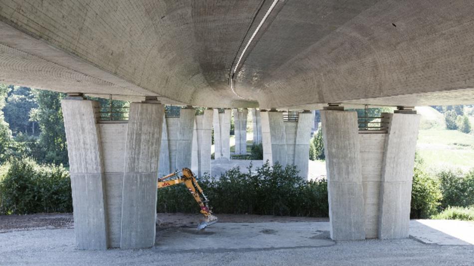 Bauarbeiten an Brücken sind in Deutschland mittlerweile ein gewohntes Bild. Das KIT forscht an neuen Methoden zur frühzeitigen Erkennung von Schäden.