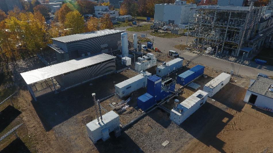 Das Verbundprojekt PowerFuel bereitet am KIT die Markteinführung von synthetischem Kerosin aus erneuerbarem Strom und Kohlendioxid vor.