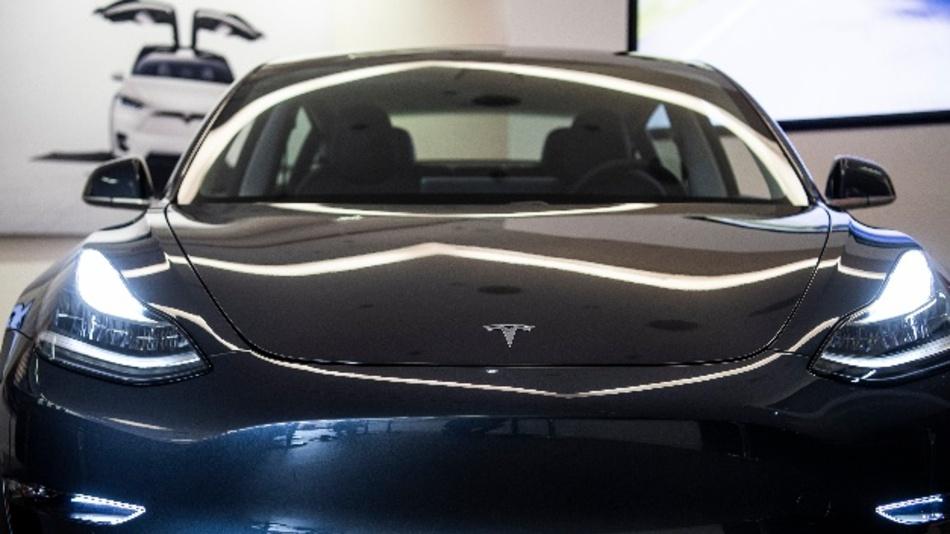 Tesla hat im vierten Quartal weniger Elektroautos an die Kundschaft gebracht als erwartet - Aktionäre reagierten enttäuscht.