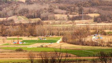 Blick auf eines der weltweit vermutlich größten Lithium-Vorkommens in bei Jadar in Serbien. Über 100 Mio. t sollen dort lagern Im Moment befoindet sich das Projekt noch in der Entwicklungsphase. Wenn alles gut geht, möchte Rio Tinto dort ab 2022 »Har