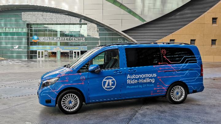 Auf der CES 2019 in Las Vegas stellte ZF einen Versuchsträger als Ruf-Bus (Ride-Hailing) vor.