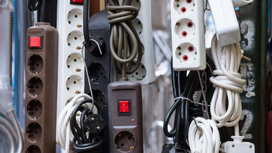 Passive Geräte, wie konfektionierte Verlängerungskabel, Lichtschalter, Steckdosen und Stromschienen, fallen in Deutschland am 1. Mai 2019 unter das ElektroG