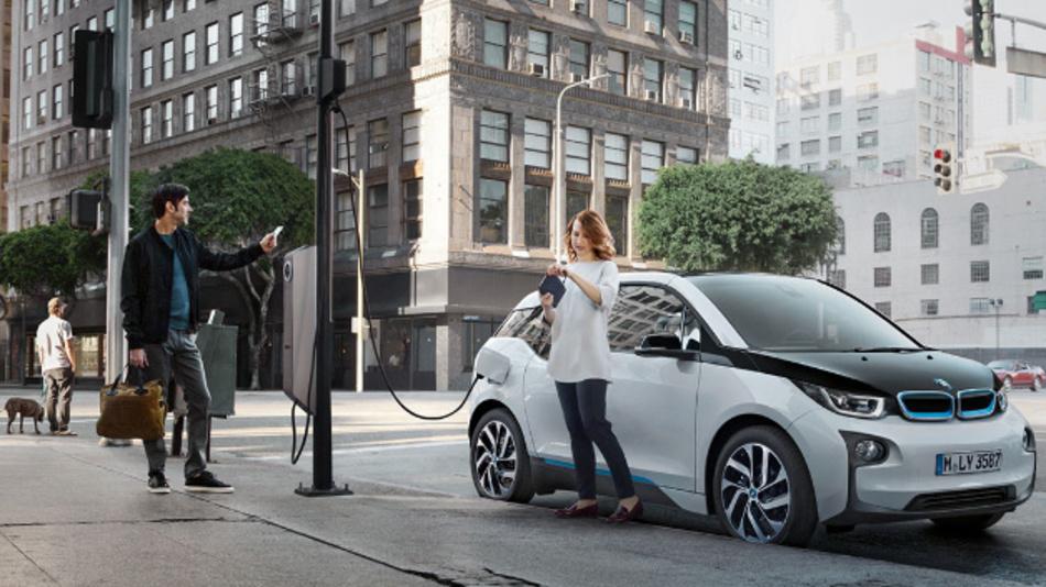 Eluminocity ist auf Ladestationen für Elektroautos, intelligente Straßenbeleuchtung und SmartCity-Sensorik spezialisiert.