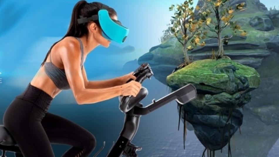 """NordicTrack nutzt für sein Trainigsfahrrad """"VR Bike"""" eine VR-Brille und ermöglicht so Fitness-Spiele in phantastischen Landschaften."""