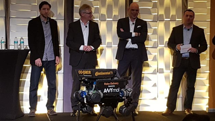 Zachary Bolton, Head of Research & Development, North America, Systems & Technology, Helmut Matschi, Mitglied des Vorstands Division Interior, Frank Jourdan, Mitglied des Vorstands Division Chassis & Safety sowie Jeremy McClain, Director, Systems & T