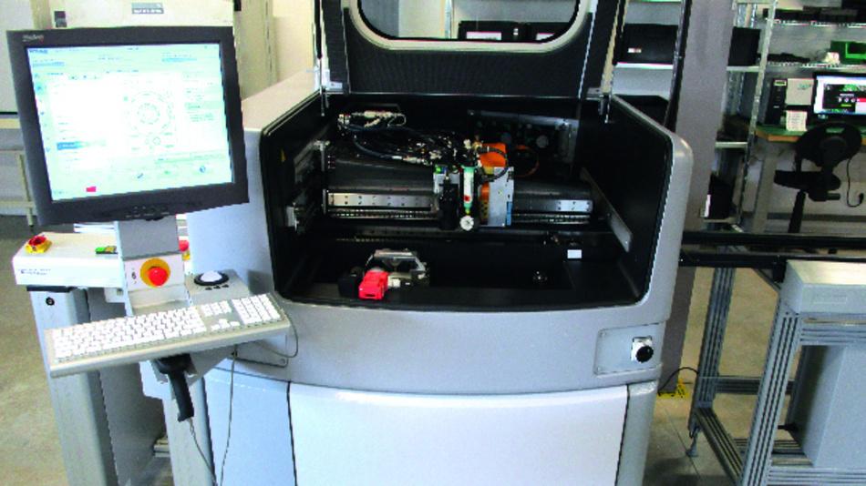 Bild 1: Das Jetting-System MY600 der Marke Mycronic, wie es bei EmsProto seinen Dienst tut.
