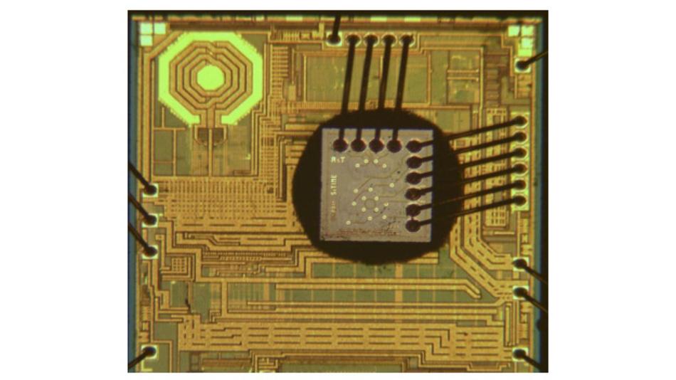 De-Lidded MEMS Oscillator
