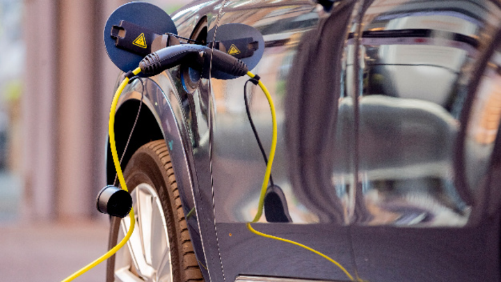 Ladekabel an Elektroauto