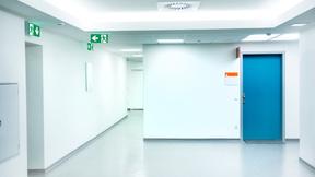 Optimal angeordnete Notbeleuchtung kann Orientierung geben und so helfen, Menschenleben zu retten.