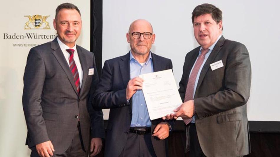Offizieller Auftakt zu Refuels: Verkehrsminister Winfried Hermann (Mitte) mit Thomas Hirth, Vizepräsident des KIT für Innovation und Internationales (rechts) und MiRO-Geschäftsführer Ralf Schairer (links).