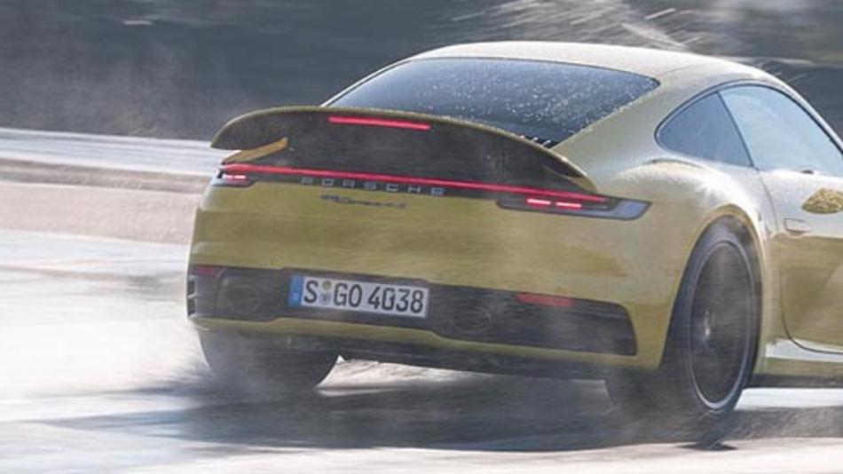 Der Porsche 911 Carrera 4S mit Wet Mode. Mit diesem hat das Fahrzeug ein besseres Fahrverhalten auf nassen Straßen.