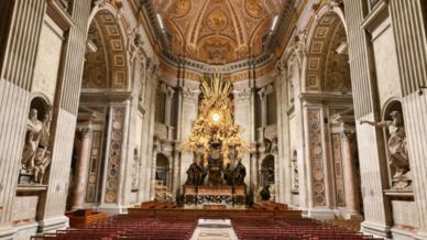 Cathedra Petri im Petersdom mit neuer Beleuchtung.