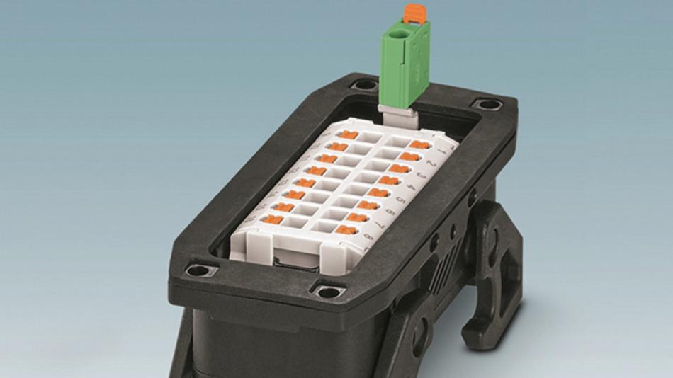 PT-Adapter für den PE-Anschluss: Damit sind alle Anschlüsse von der Innenseite des Schaltschrankes erreichbar.