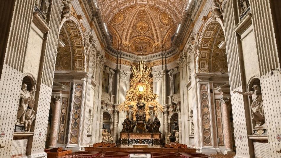 Der Petersdom wird täglich von rund 27.000 Besuchern besichtigt. Künftig werden sie die Basilika in ganz neuem Licht erleben können.