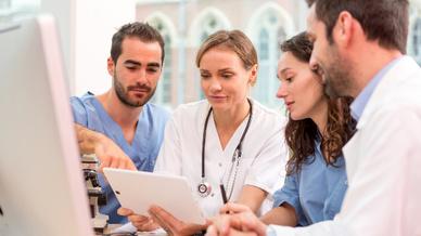 VMware Studie Umfrage Ärzte Tablet KI im Gesundheitswesen