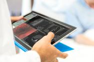 VMware Studie Umfrage Arzt Tablet