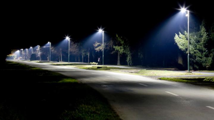 Zhaga und DiiA wollen mit einer Schnittstelle zum Nach- und Umrüsten von Sensorik in LED-Leuchten Anreize zum Umstieg auf konnektive Straßenbeleuchtung schaffen.