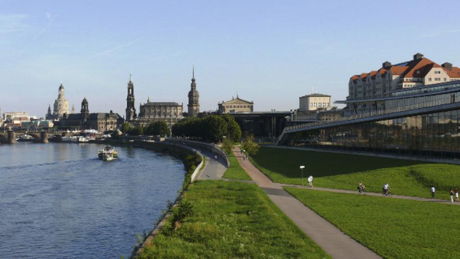 Direkt an der Elbe mit Blick auf die Altstadt liegt das moderne Congress Center Dresden.