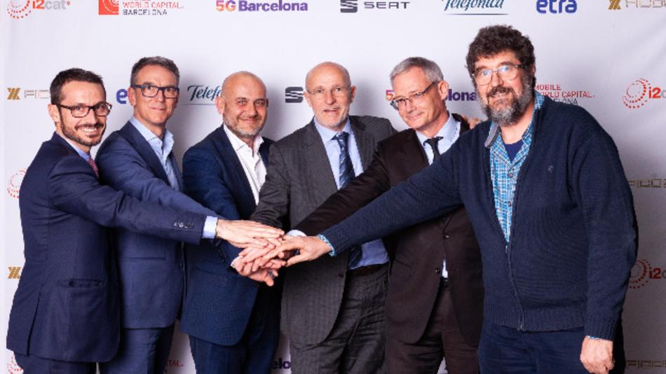 Nach der Unterzeichnung des Kooperationsvertrags (von links nach rechts): Joan Palacin (Ficosa), Bruno Vilarasau (Telefónica), Christian Stein (Seat), Carlos Grau (MW Capital), Rafael Barnola (Etra) und Josep Paradells (i2CAT).