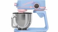 Popart-Design trifft auf kraftvolle Technik: Die Küchenmaschine von Carrera im Stil von Designer Karim Rashid.