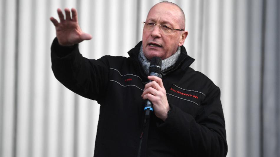 Uwe Hück bei einer Informationsveranstaltung für die Mitarbeiter der Porsche AG im Stammsitz des Autobauers Porsche in Stuttgart-Zuffenhausen.