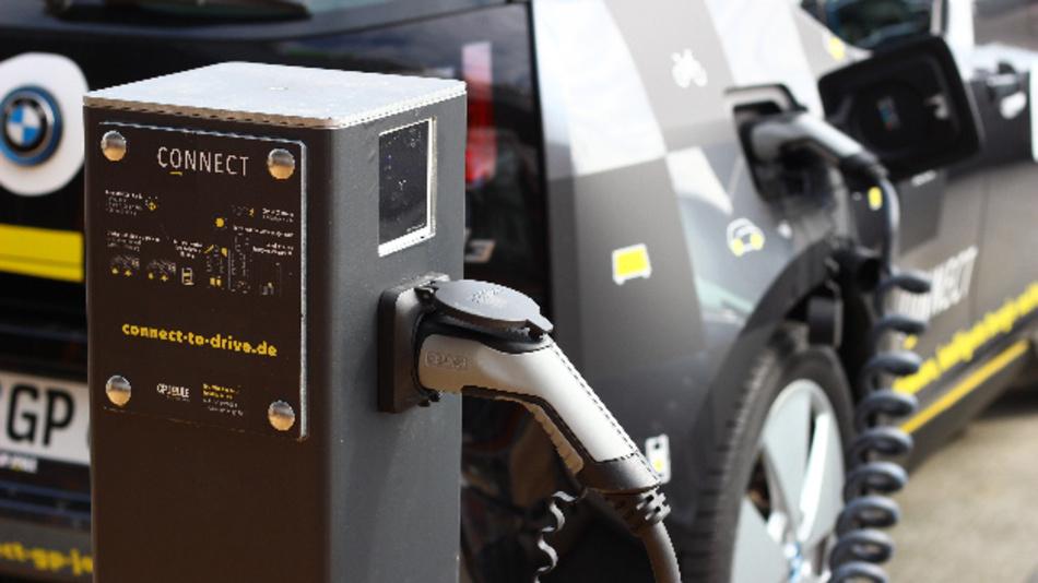 Die E-Flottenlösung von JP Joule Connect wird um die Funktionen des Lade- und Energiemanagements von The Mobility House erweitert.