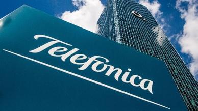 der Mobilfunkkonzern Telefonica (O2) hat beim Verwaltungsgericht Köln einen Eilantrag eingereicht, durch den die Frequenzauktion bis zur Entscheidung über seine bereits im Dezember eingereichte Klage gegen die Vergabe- und Auktionsregeln aufgeschoben
