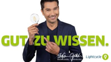 Moderator Stefan Gödde unterstützt das ressourcenschonende Recycling  von Lampen.
